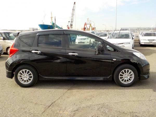 Nissan Note 2013 чёрный  сбоку