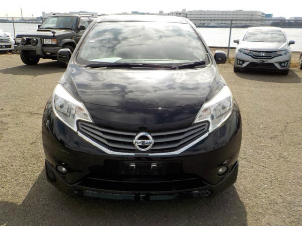 Nissan Note 2013 чёрный спереди