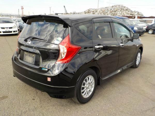 Nissan Note 2013 чёрный вид сзади