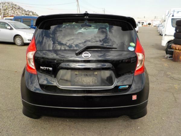 Nissan Note 2013 чёрный сзади