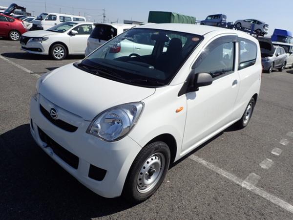 Daihatsu Mira 2013 белый