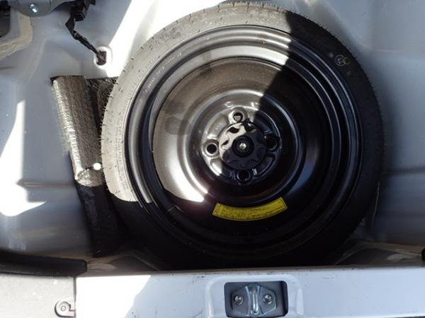 Daihatsu Mira 2013 колесо
