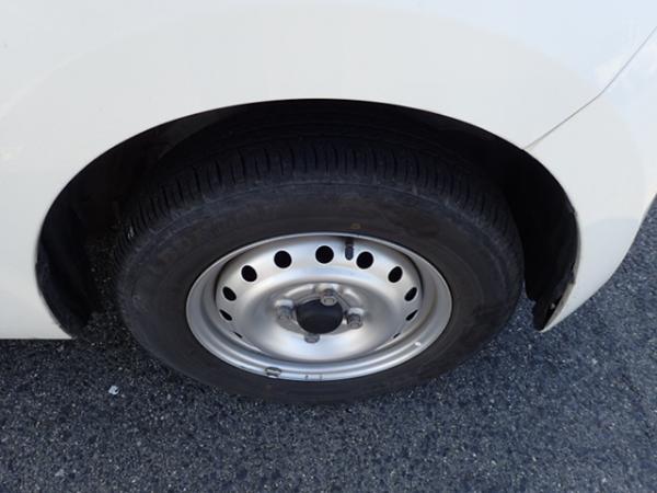 Daihatsu Mira 2013 белый колесо
