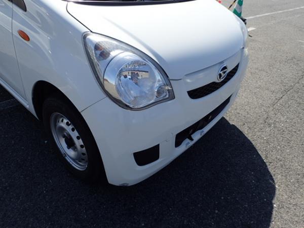 Daihatsu Mira 2013 белый фара