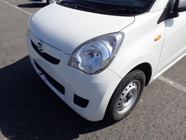 Daihatsu Mira 2013 белый передня фара