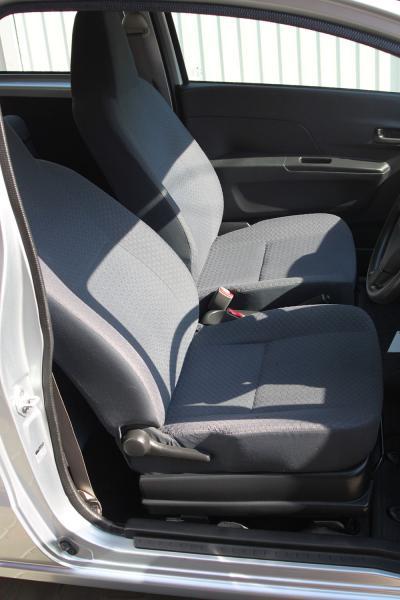 Daihatsu Mira 2013 серый передние сидения
