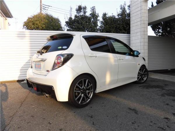 Toyota Vitz 1.5 RS 2015 года
