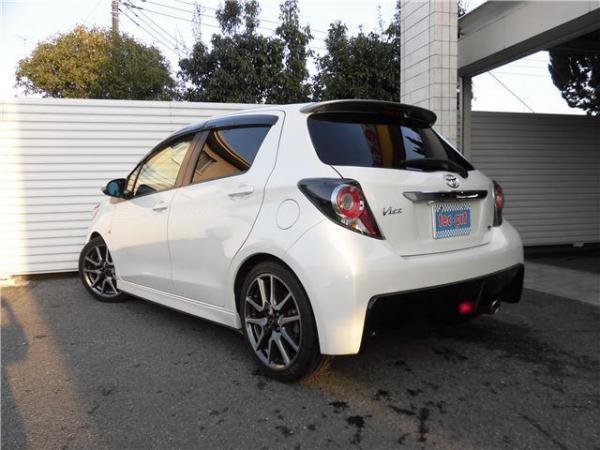Toyota Vitz 1.5 RS 2015 выпуска в наличии сейчас