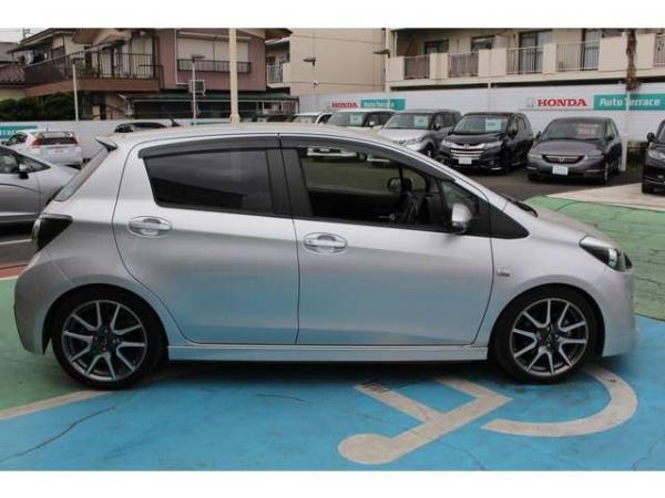 Toyota Vitz япония
