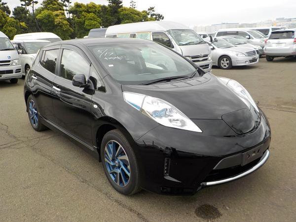 Nissan Leaf 2015 черный