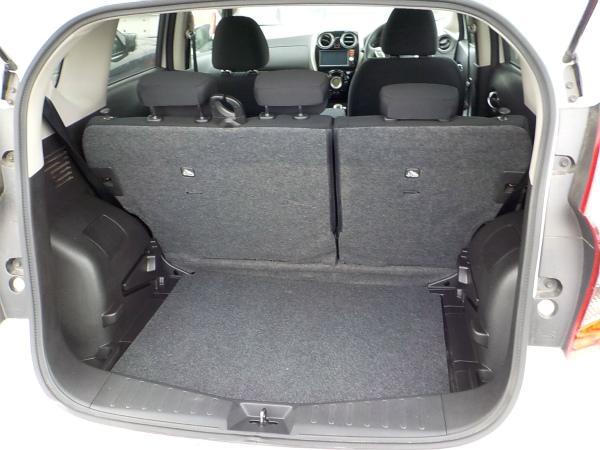 Nissan Note 2015 белый багажник