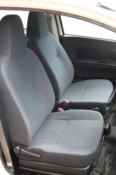 Daihatsu Mira 2014 передние сидения