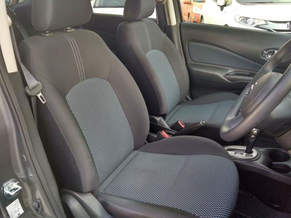 Nissan Note 2014 передние сидения