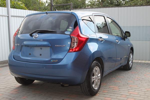 Nissan Note 2014 голубой зад