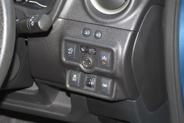 Nissan Note 2014 голубой приборы