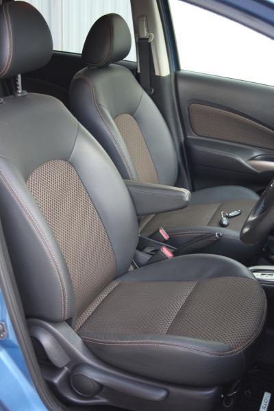 Nissan Note 2014 голубой передние сидения