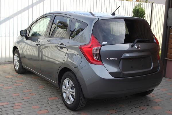 Nissan Note 2015 серый зад