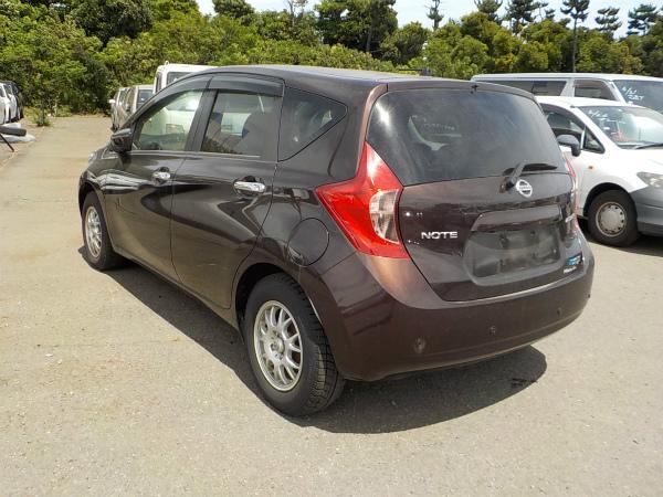 Nissan Note коричневый сзади