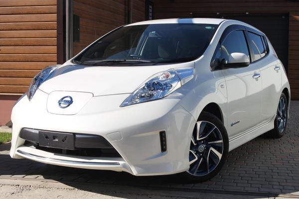 Nissan Leaf 2015 белый