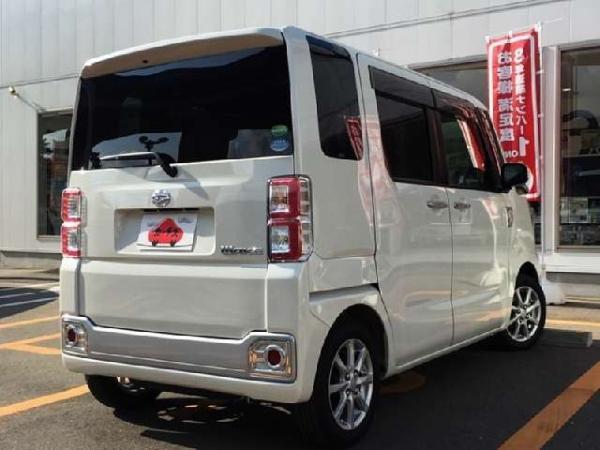 Daihatsu Wake 2015 белый сзади