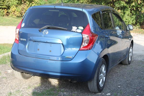 Nissan Note 2014 синий сзади