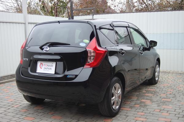 Nissan Note 2015 чёрный сзади
