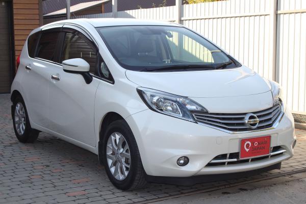 Nissan Note белый