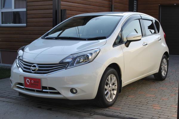 Nissan Note 2015 белый спереди