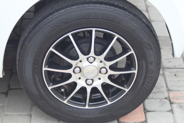 Daihatsu Mira 2014 белый колесо