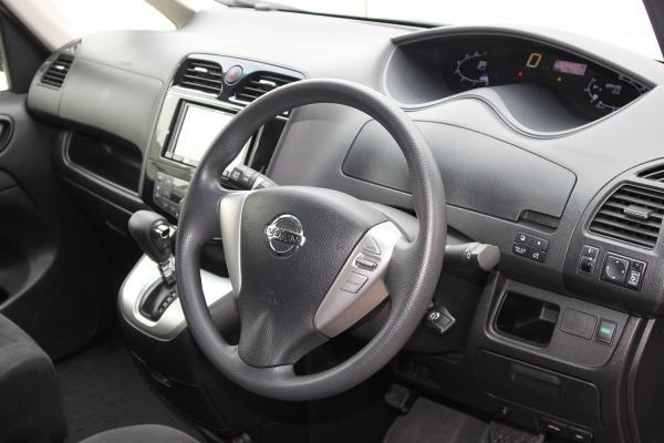 Nissan Serena 2016 интерьер