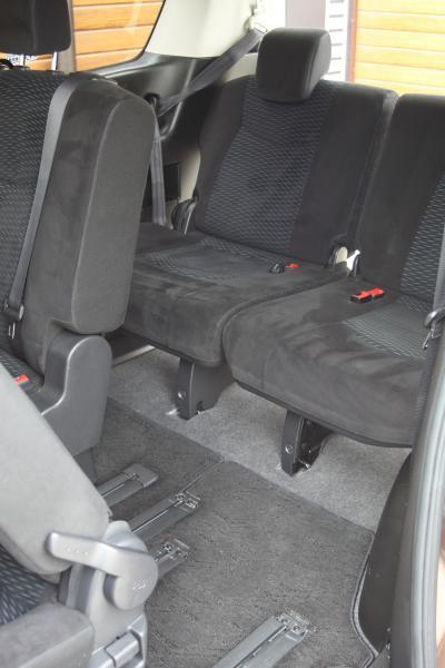 Nissan Serena 2016 задние сидения