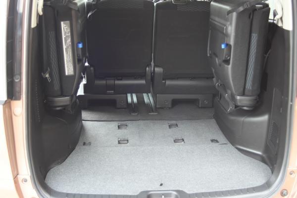 Nissan Serena 2016 багажник