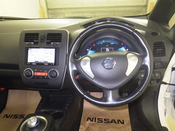 Nissan Leaf 2014 белый салон