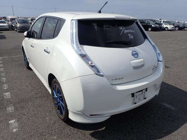 Nissan Leaf 2014 белый сзади