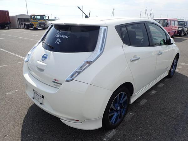 Nissan Leaf 2014 белый зад