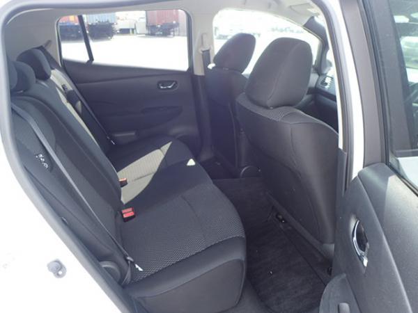Nissan Leaf 2014 белый задние сидения