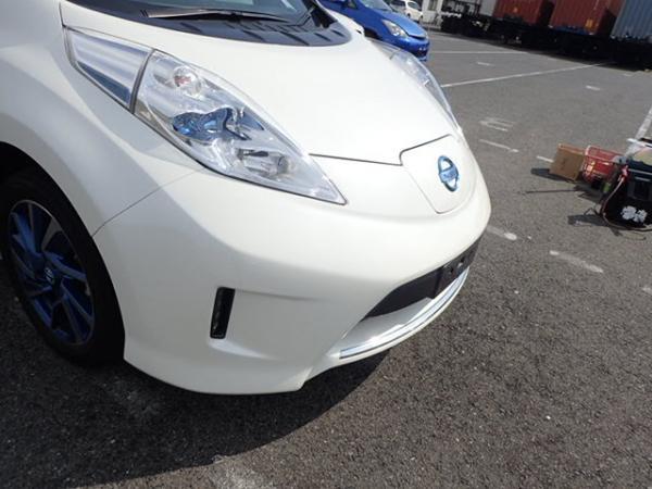 Nissan Leaf 2014 белый вид спереди