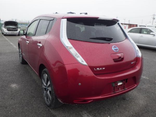 Nissan Leaf 2015 красный зад