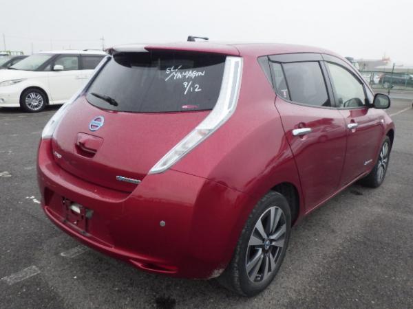 Nissan Leaf 2015 красный вид сзади