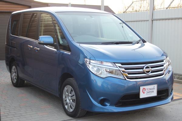 Nissan Serena синий