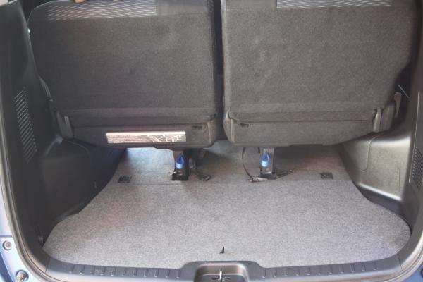 Nissan Serena багажник