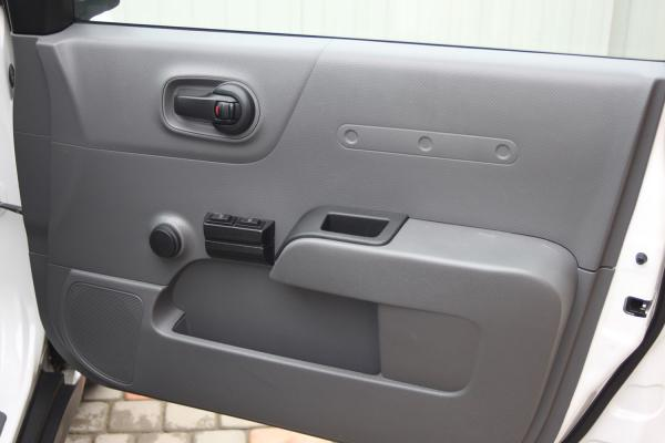 Nissan AD 2014 белый дверь