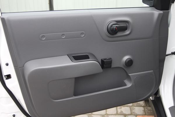 Nissan AD дверь