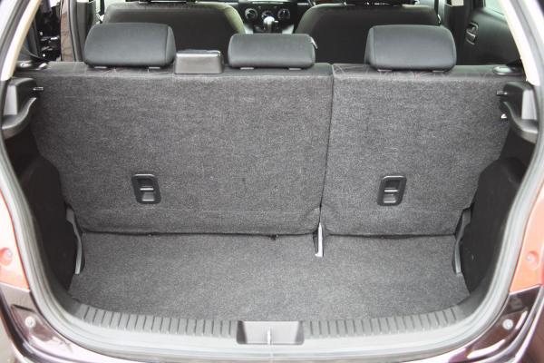 Mazda Demio 2015 багажник