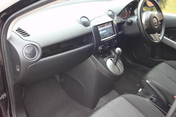 Mazda Demio 2015 интерье