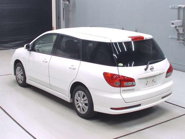 Nissan Wingroad белый сзади
