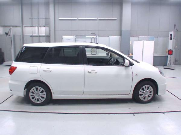 Nissan Wingroad 2016 белый сбоку