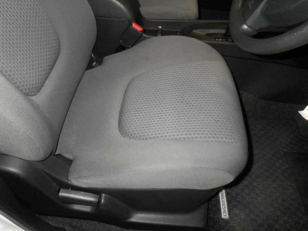 Nissan Wingroad 2016 передние сидения