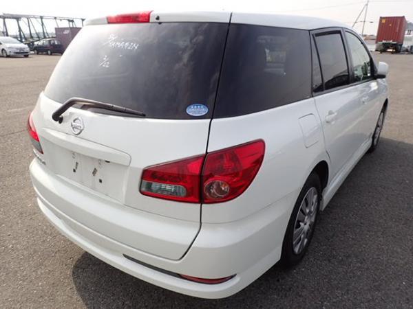 Nissan Wingroad 2016 белый задняя фара