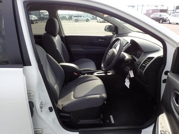 Nissan Wingroad 2016 белый передние сидения